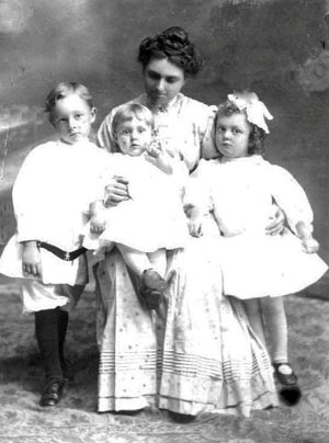 Granny Meadows and three children - 1910